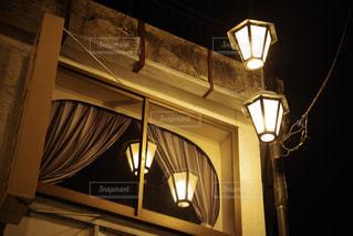 夜の窓辺の写真・画像素材[2177662]