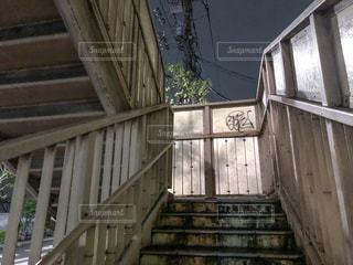 歩道橋と夜の写真・画像素材[2177668]