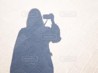 カメラ女子 影の写真・画像素材[1857993]