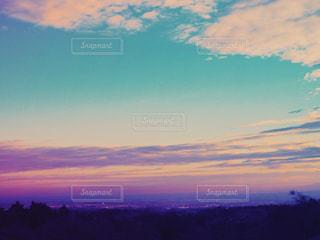 夕暮れの空と街の写真・画像素材[1870844]