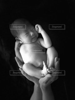 セルフニューボーンフォトの写真・画像素材[3678203]