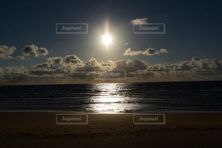 自然,海,空,夕日,屋外,太陽,ビーチ,雲,砂浜,夕暮れ,水面,海岸,光,浜辺,夕陽,光の道,太陽の道