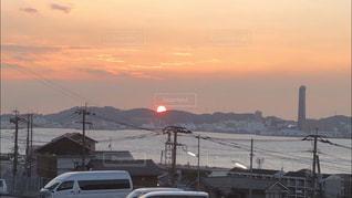 風景,海,空,夕日,屋外,太陽,夕焼け,夕暮れ,船,山,景色,光,タワー,夕陽,日の入り,真っ赤