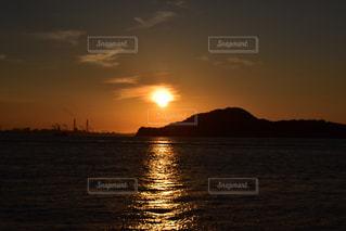 風景,海,空,夕日,屋外,太陽,ビーチ,雲,夕暮れ,船,水面,海岸,工場,山,光,夕陽,光の道,太陽の道