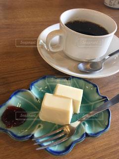 食べ物,コーヒー,食事,屋内,白,デザート,フォーク,テーブル,皿,料理,珈琲,調理,チーズケーキ,食べもの