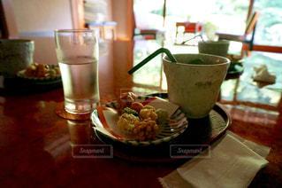 食べ物,カフェ,屋内,水,抹茶,和菓子,デザート,テーブル,和,和風,食べもの,あられ,旧邸御室
