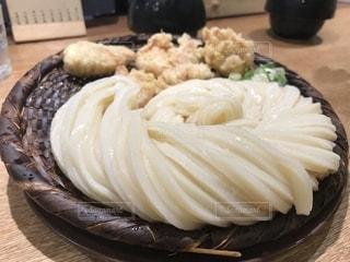 食べ物,屋内,うどん,昼食,日本,和食,新宿,麺,つけうどん,お昼,かしわ天,日本のお昼,うどん 慎