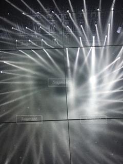 東京,白,かっこいい,アート,ライト,光,ライトアップ,デジタル,お台場,空間,チームラボ,光のアート,デジタルアート,放射,放射状,黒と白,ライブ音楽,空間アート