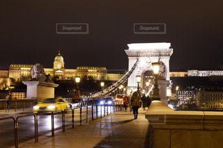 ハンガリー、ブダペストの鎖橋の写真・画像素材[1680430]
