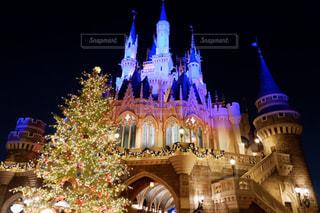 クリスマスシーズンのディズニーランドの写真・画像素材[1680476]