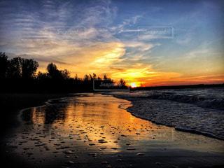 海,空,夏,夕日,屋外,南国,ビーチ,夕焼け,波,海岸,オレンジ,美しい,旅行,ロマンチック,サンセット,海外旅行,草木,クラウド,ブルネイ,バンダルスリブガワン