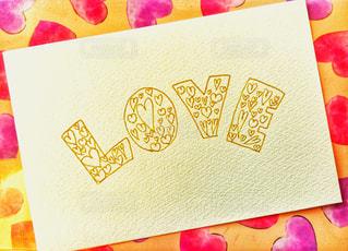 LOVE,文字,ピンク,イラスト,かわいい,ハート,ポストカード,デザイン,愛,ラブ,恋愛,恋,文房具,手書き,パステルカラー,ロゴ,ボールペン,おしゃれ,フォトジェニック,ロゴマーク,ファンシー,インスタ映え,多色,静止,文字入れ,図