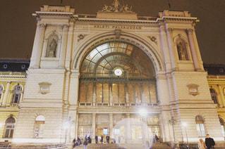 夜,夜景,雨,屋外,駅,ヨーロッパ,景色,ライト,旅行,旅,雨上がり,梅雨,ロマンティック,天気,ハンガリー,ブダペスト,雨粒,雨の日,街頭,ヨーロッパの駅