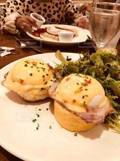 食べ物,ニューヨーク,パンケーキ,食事,朝食,手,アメリカ,子供,皿,エッグベネディクト,卵ベネディクト