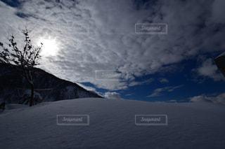 雪の覆われた斜面の上サインの写真・画像素材[1658567]