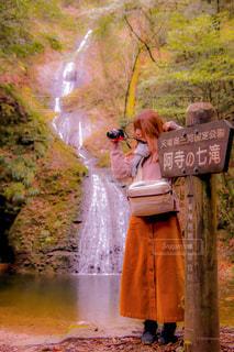新城市、阿寺七滝でのポートレートの写真・画像素材[1688434]