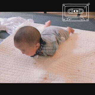 屋内,部屋,室内,景色,人物,人,赤ちゃん,こども,幼児,少年,ベビー,寝返り,成長,成長記録,4ヶ月ベビー