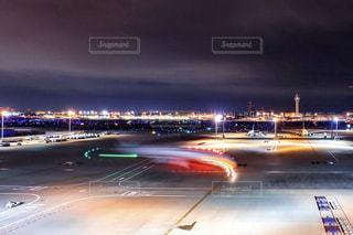夜の空港の写真・画像素材[1683167]