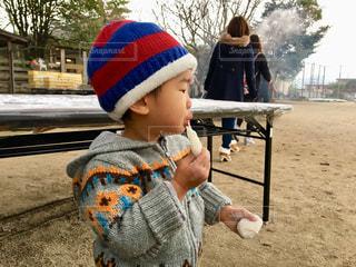 帽子をかぶった小さな男の子の写真・画像素材[1660556]