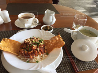 食べ物,コーヒー,食事,朝食,テーブル,皿,旅行,カップ,料理,東南アジア,麺類,ミャンマー料理,シャンヌードル