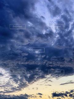 藍色の雲の写真・画像素材[1865068]