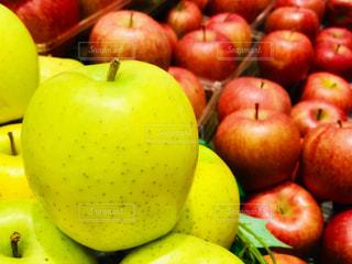 An apple @ marketの写真・画像素材[1782004]