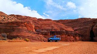 自然,風景,空,屋外,海外,青,車,アメリカ,景色,観光,岩,旅行,荒野,地面,アンテロープキャニオン,海外旅行