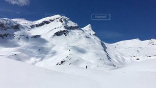 男性,1人,自然,冬,絶景,海外,白,雪景色,ヨーロッパ,山,壮大,観光,大自然,旅行,ひとり,スキー,スイス,ハイキング,ホワイト,白銀,グリンデルワルド,ぽつん,フィルスト