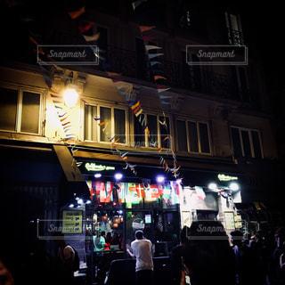 夜,夜景,街並み,海外,観光,旅行,パリ,国旗,バー,レジャー,海外旅行,音楽祭