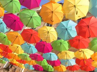 雨,傘,海外,水,アート,ヨーロッパ,観光,旅行,フランス,パリ,可愛い,雫,ライフスタイル,雨の日,多色,色・表現,カラフル傘