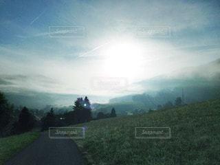 自然,風景,空,海外,太陽,緑,青,ヨーロッパ,霧,山,光,樹木,旅行,朝,スイス,高原,草木,朝霧
