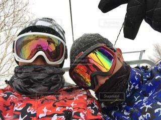 雪の中で、selfie を取っている人の写真・画像素材[1718001]