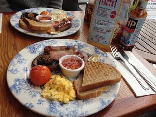 朝食,ワンプレート,トースト,イギリス,ロンドン,窓際,おしゃれ,イングリッシュブレックファースト