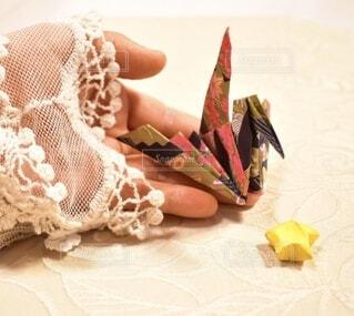 手持ち,人物,ポートレート,折り紙,ライフスタイル,手元,折り鶴