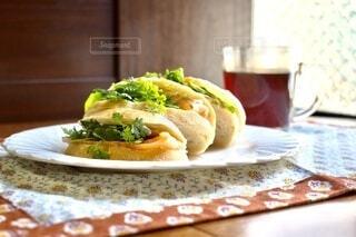 食べ物,食事,屋内,フード,パン,テーブル,野菜,皿,サラダ,サンドイッチ,菓子