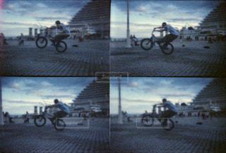 男性,公園,自転車,屋外,夕方,神戸,フィルム,フィルム写真,フィルムフォト,4連写