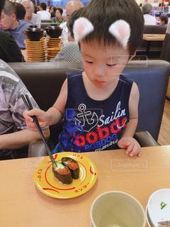 子供,お寿司,外食,美味しい,夕食,回転寿司,いくら,きゅうりから食べる