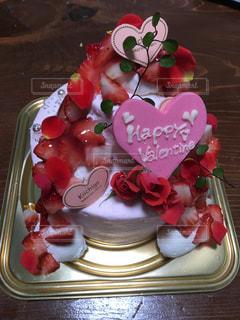 テーブルの上にフルーツとケーキの写真・画像素材[1674549]