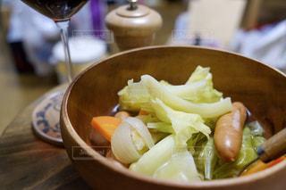 食事,ポトフ,スープ,ウインナー,キャベツ,晩ごはん,ほっこり,手作りご飯,冬の定番,家飲みワイン,小さな食卓