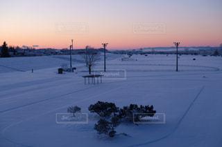 白,北海道,雪景色,夜明け,河川敷,真冬,ホワイトカラーフォト,利別川,冬のサッカー場