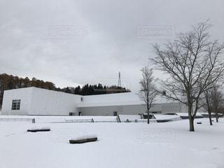 雪に覆われた美術館の写真・画像素材[1673495]