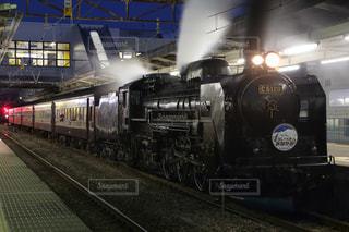 夜汽車の写真・画像素材[1705832]