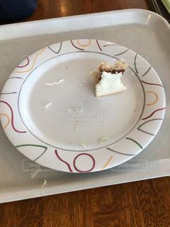 皿,サンドイッチ,食べかけ,ほぼ白