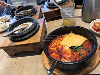 女性,食事,昼食,スンドゥブ,韓国料理店