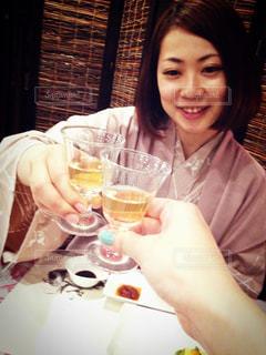 女性,温泉,食事,晩御飯,乾杯,女子旅,食前酒