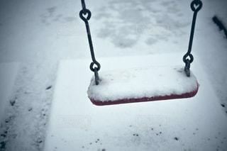 地面に雪でポールの写真・画像素材[1667716]
