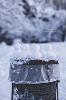 近く雪に覆われたフィールドの写真・画像素材[1680613]