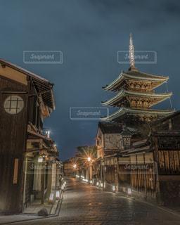 花灯路と五重塔の写真・画像素材[1684923]
