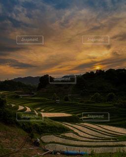 自然,風景,空,大阪,太陽,夕焼け,夕暮れ,棚田,山,景色,光,日本の風景,原風景,下赤坂