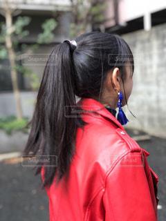 ロングヘア,赤,後ろ姿,女子,女の子,黒髪,ポニーテール,イヤリング,髪の毛,ジャケット,ライダース